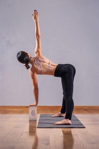 Анастасия Веретенникова в одежде для йоги Ojas Aura (магазин Yogin)