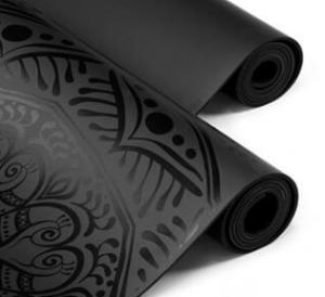 коврик для йоги из полиуретана.