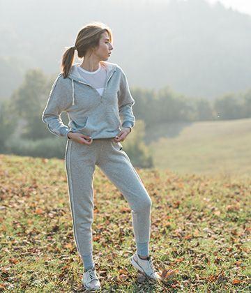 Худи и штаны Kanaka - удобная и теплая одежда для занятий йогой и пилатесом