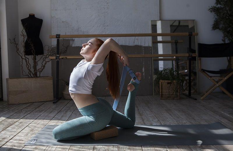 Использование ремня для йоги