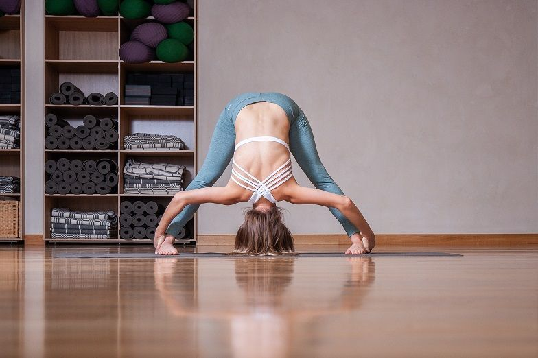 Олеся Журавлева в центре йоги Прана, одежда - Йогин.